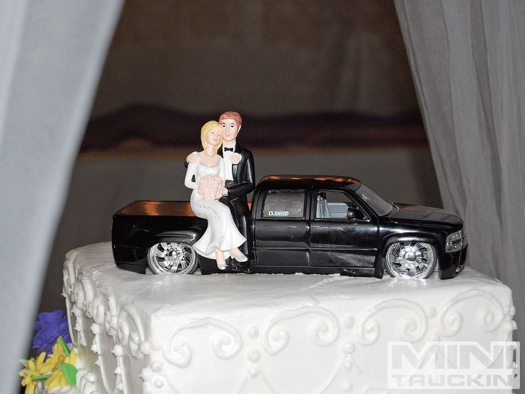 wedding cake topper with truck 1000 ideas about mudding wedding cakes on 26664