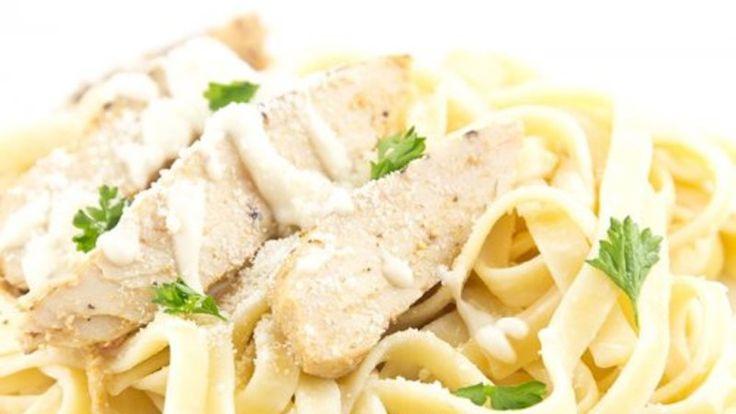 Fetuccini alfredo con pollo