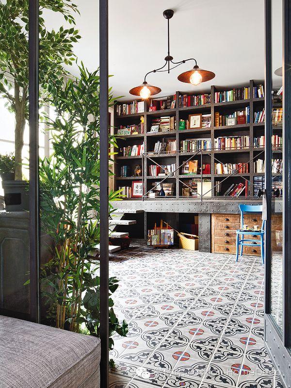 librería para la parte del estudio, con almacenaje debajo. En lugar de tener barandilla y paseo, podría tener mesas desplegables para ampliar la superficie de trabajo, y que se escondieran al acabar...