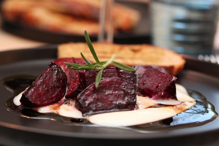 Baked beet roots with chevré creme and balsamic vinaigrette