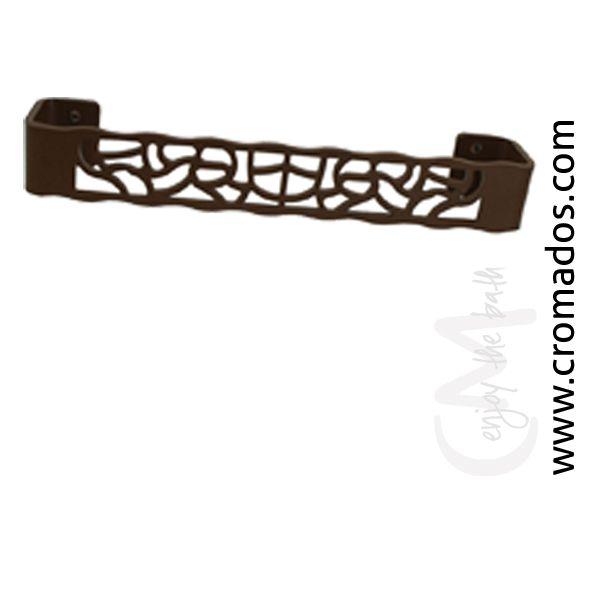 Asidero ARD20 de la serie Art Decó de CM Baños. Medidas: 31x6x4,5. Acabado en marrón forja con opción a blanco texturizado y negro forja. Estilo art decó rústico.
