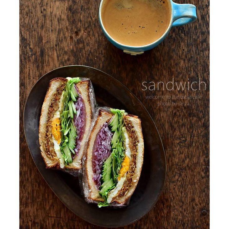11/6   . . 金平ごぼう作ったらねこれ食べなきゃ . #ゴボチーサンド   うんやっぱり美味しい  . . チーズ レタス 目玉焼き きゅうり 生ハム 紫玉ねぎ の#わんぱくサンド で #具沢山が好き (ڡ)     #サンドイッチ #sandwich #ゴボチートースト #ゴボチー #金平ごぼう #朝ごはん #朝食 #おうちごはん  by se_ra0227