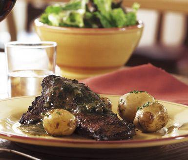 Tycker du om lever kommer du att älska Brummers kalvlever! Pricken över i är den förträffliga bercy-såsen som innehåller underbara smaker från bland annat kapris, dragon, vitt vin och körvel.