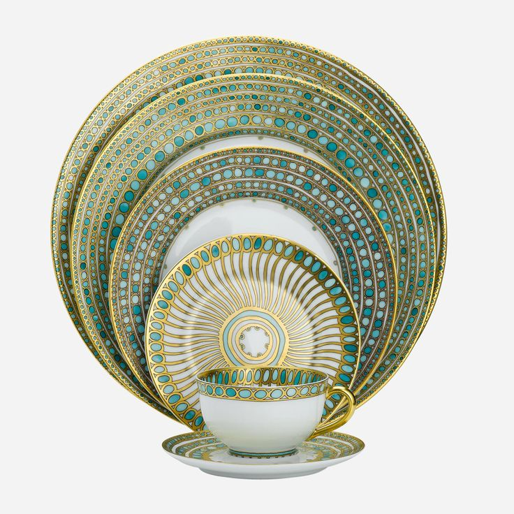 Robert Haviland's porcelain is more than chinaware. It is intricate art for the table. A fresh take on classic designs. Imaginative interpretations mingle with modern day functionality. The result is contemporary china for those special occasions. Adding to today's chic tableware, Robert Haviland creates a dynamic presence in any setting.