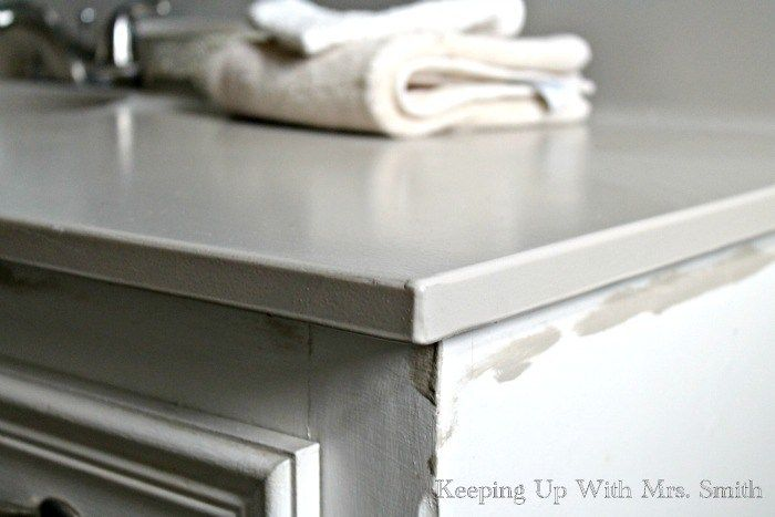 If you're on a budget and have ugly countertops, here's how to paint bathroom countertops using Rustoleum's Countertop Coating.