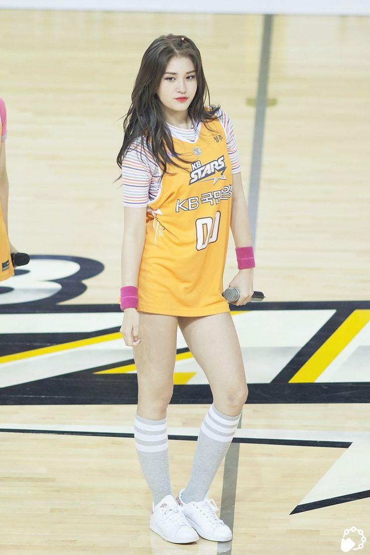 (9) Somi  Twitter