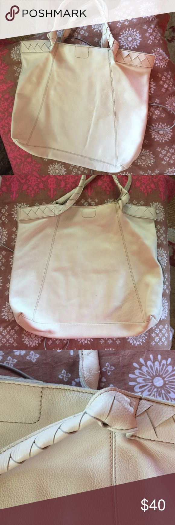 Banana Republic Soft cowhide white tote Very large soft white leather tote, nice detailing on handles, snap close with zip compartment, two slip pockets, very beautiful and clean, deep bag Banana Republic Bags Totes