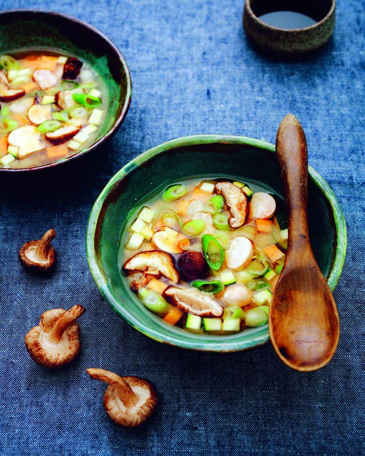 Miso soup Een very healthy en smaakvol Japans recept. Misopasta heeft een typische smaak en een belangrijk ingrediënt van de soep is kelp. Zeewier.