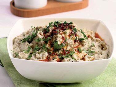 Tahinli patlıcan salatası tarifi mi arıyorsunuz? En lezzetli Tahinli patlıcan salatası tarifi be enfes resimli yemek tarifleri için hemen tıklayın!