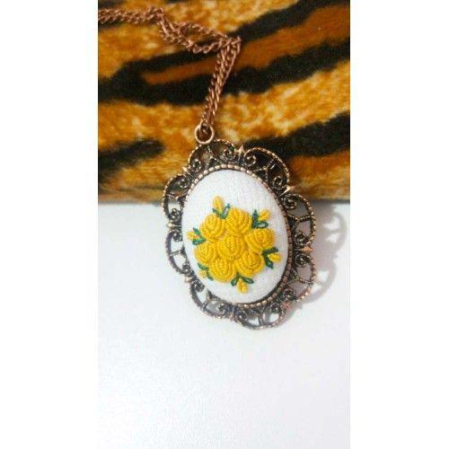 Sarı Çiçek İşlemeli Etamin kolye - Sanatkardan
