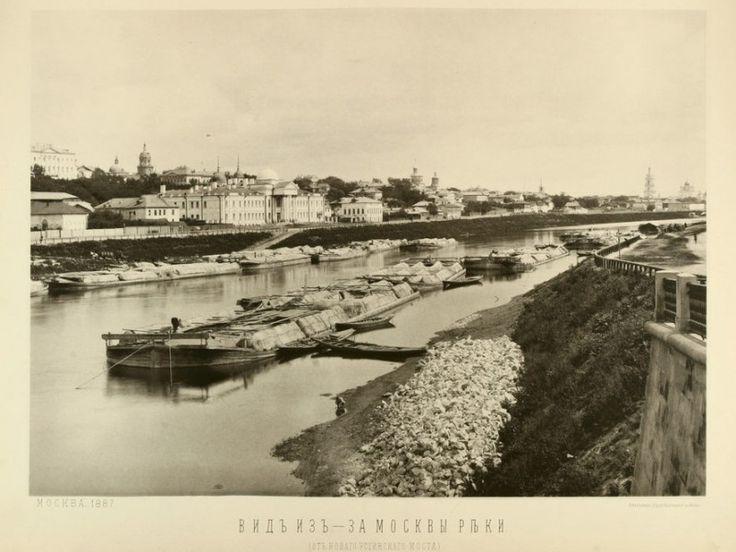 Viewing Taganka from the Moskva river.