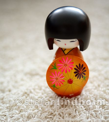 Kokeshi doll - Ame Agari (雨あがり) by  Fi20100, via Flickr dolls with matching umbrellas