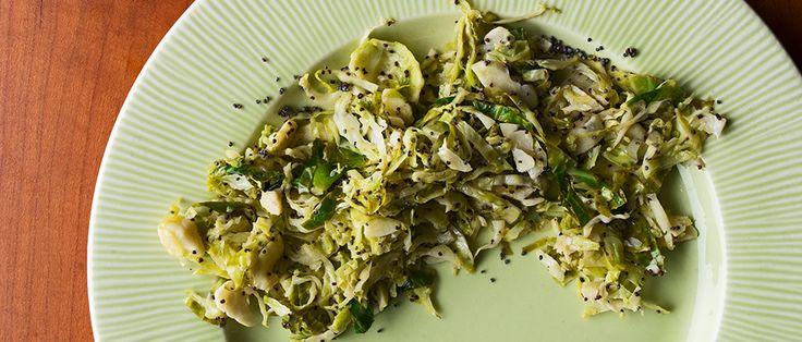 Cómo hacer hash Coles de Bruselas con semillas de amapola y limón |