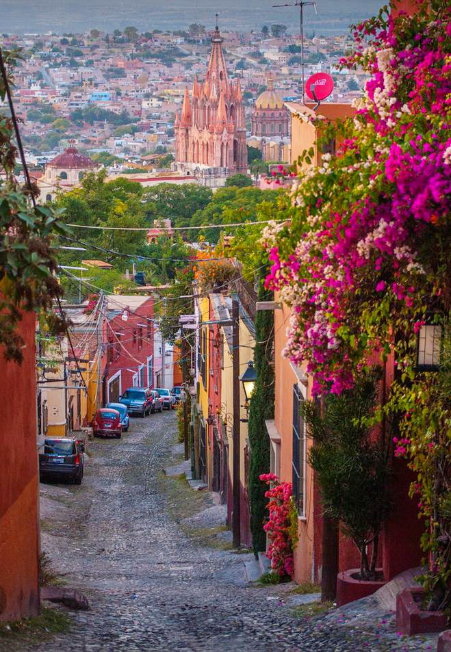 San Miguel de Allende / Mexico (by Paul Michaud). One of my favorite places in the world <3
