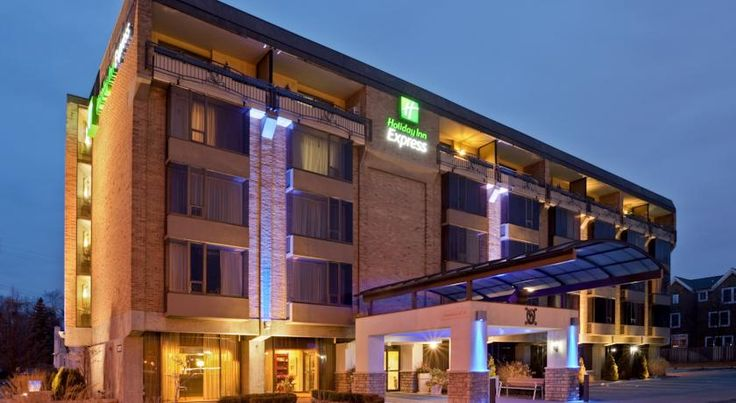 Holiday Inn Express Detroit-Birmingham Birmingham Located off Highway 1, this hotel is about 15 minutes' drive from Detroit Zoo. It offers a daily breakfast, an on-site convenience store and a 24-hour fitness centre. Guest rooms include free WiFi.