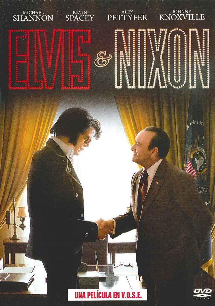 """""""Elvis & Nixon"""" (2016) Estados Unidos, dirigida por Liza Johnson. Richard Nixon recibió a Elvis Presley en el Despacho Oval de la Casa Blanca el 21 de diciembre de 1970. ¿El motivo? Al parecer, a Elvis se le metió en la cabeza que quería tener una placa de agente federal para poder luchar contra la drogadicción en su país, y los asesores de Nixon pensaron que no había problema en conceder tal deseo."""