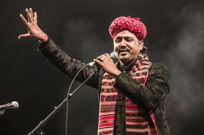 Famous folk artists of the country include Mame Khan and many other traditional singers who have been bestowing all of us with melodious songs. http://www.mamekhan.com/gallery.html