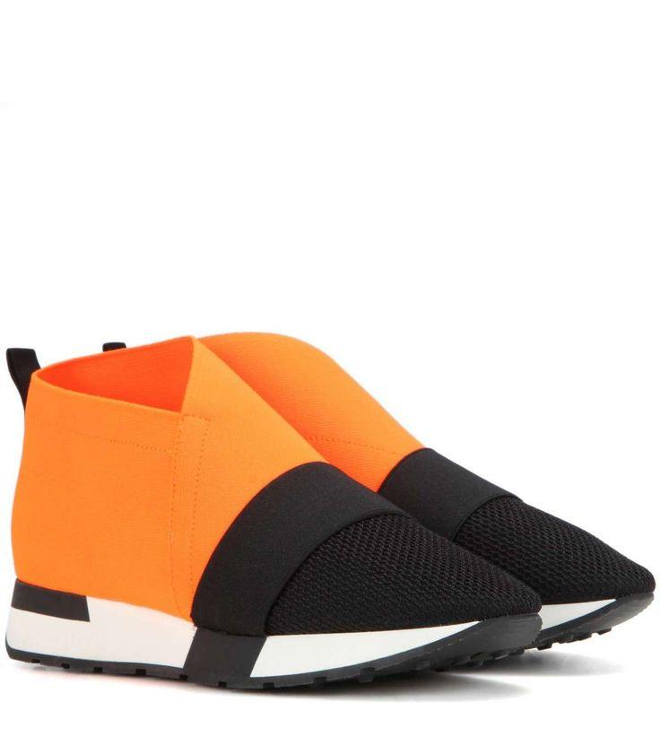 Sneakers arancioni neoprene Balenciaga tra le sneakers Autunno/Inverno 2016 2017