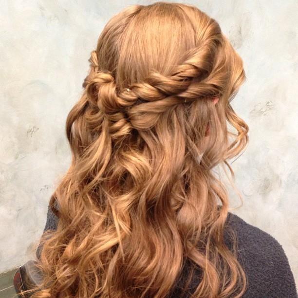 coiffure cheveux longs torsade