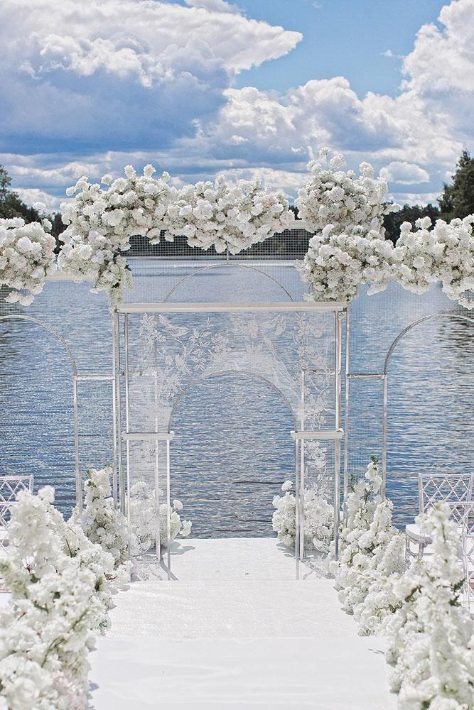 30 moderne Hochzeit Dekor Ideen Id moderne Hochzeit Dekor Ideen luftig weiße Zeremonie …   – Wedding Decorations