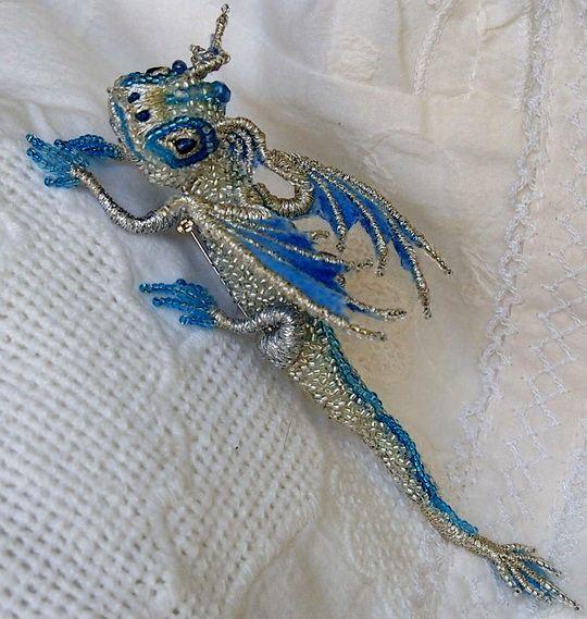 WAUW! Smukke drager og firben, af seed bead perler, palietter etc. Af Alena Litvin | Beads Magic