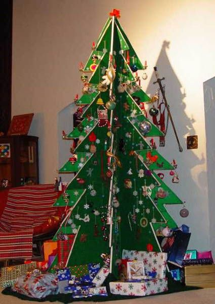 Alternative decorated Christmas Trees | 21 Ideas for Making Alternative Christmas Trees To Recycle Clutter and ...