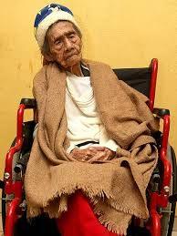 Mexicansk kvinde ånder ud efter 127 år Afdød kvinde bagte majsbrød til soldaterne under revolutionen i 1910, fortæller hendes 70-årige barnebarn. 21. MAR. 2015 KL. 04:37OPDAT. 21. MAR. 2015 KL. 04:37 Af Ritzau En mexicansk kvinde, der gennemlevede revolutionen i landet for over 100 år siden, er død i en alder af 127 år. Det oplyser de statslige myndigheder, der har verificeret kvindens, Leandra Becerra, alder, fredag. Ifølge et af hendes børnebørn, den 70-årige Samuel Alvear, holdt hun…