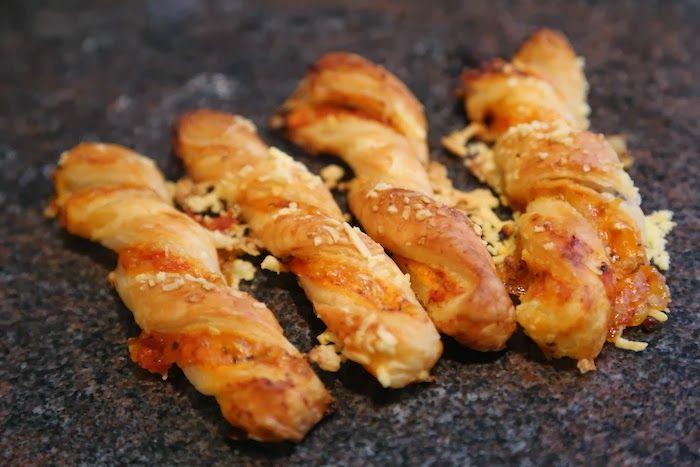 Primärfarben: Pizzastangerl und Erdnussbutterbrownies