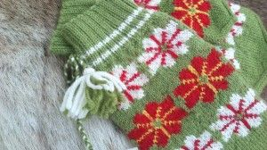 Saami mitten worned by Erik Axel Pavval in Tuorpon Here are som very useful tips before starting to use this pattern https://www.pinterest.com/pin/326088829248388631/