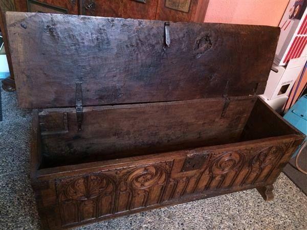 gotische truhe in buchs kaufen bei antiques antiquit ten pinterest schrank. Black Bedroom Furniture Sets. Home Design Ideas
