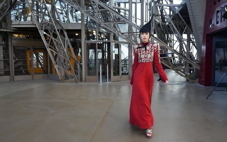 MAKING HISTORY: Jessica Minh Anh transformed Eiffel Tower into a catwalk Wearing Shilpa Reddy