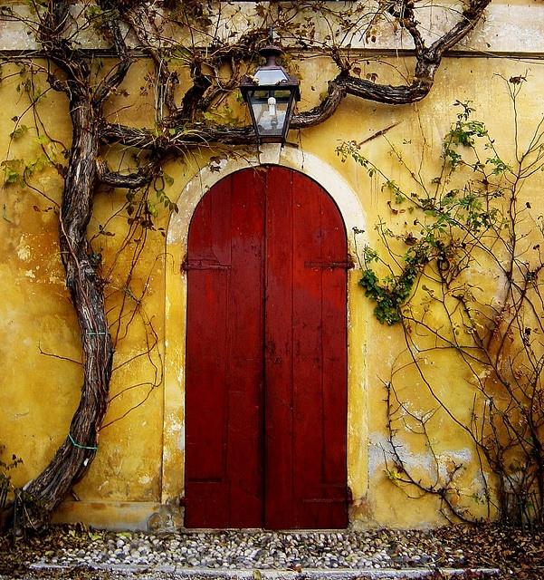A red door in Italy.