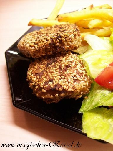 Rezept für Thunfischfrikadellen mit Ziegenfrischkäse und Sesam. Vegetarier- und Diabetiker-kompatibel.