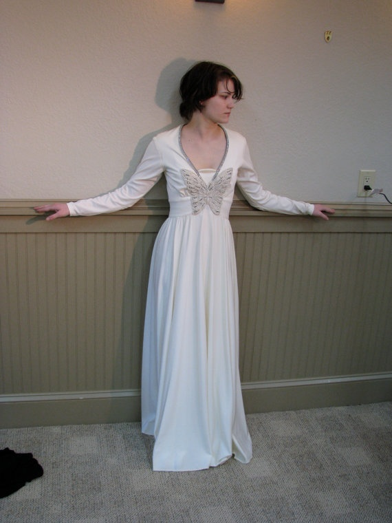 what a beautiful vintage dress!