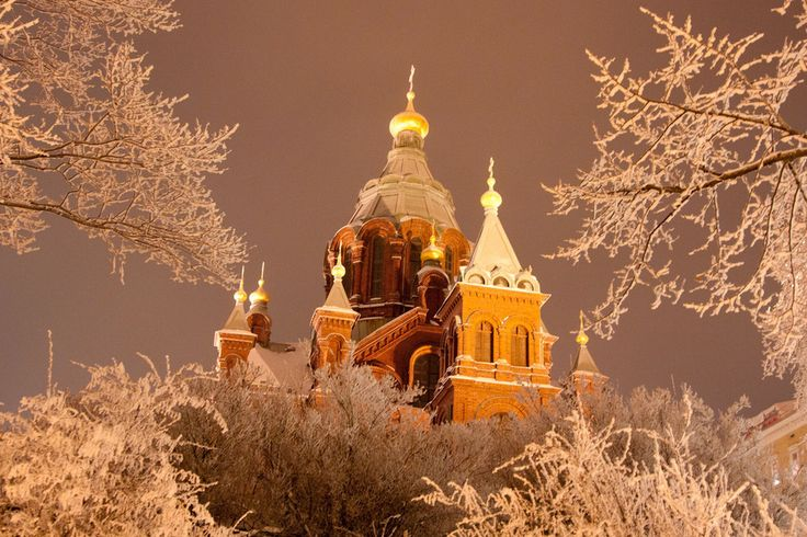 Uspenski Cathedral, Helsinki, Finland http://www.buzzfeed.com/tabathaleggett/reasons-you-should-never-leave-finland#.hbmlxME0L