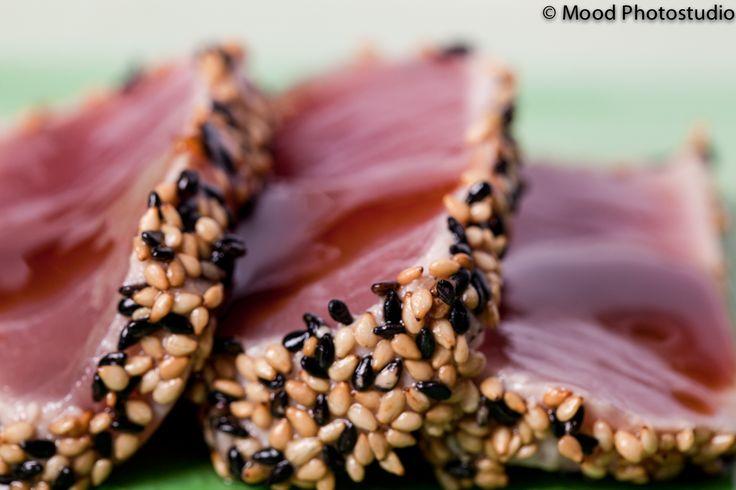 maguro no teryaki  tonno in crosta di sesamo con salsa giapponese a base di soia