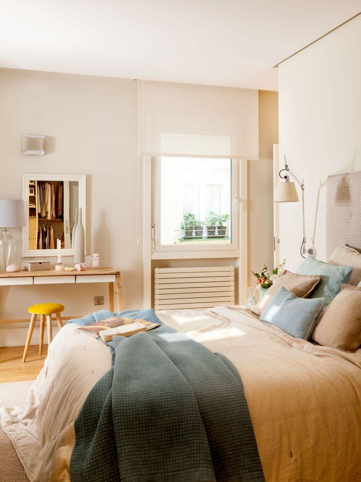 Dormitorio y zona tocador decorado y amueblado por Natalia Zubizarreta Interiorismo. Fotografía de Felipe Scheffel Bell.