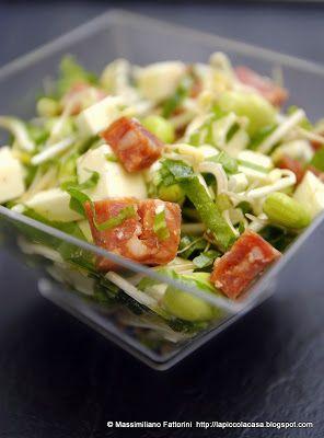 La Piccola Casa: La primavera in tavola: insalata fresca e frizzante con fave, sardo fresco, cicoria, germogli di soia con confettura di peperoncino e miele