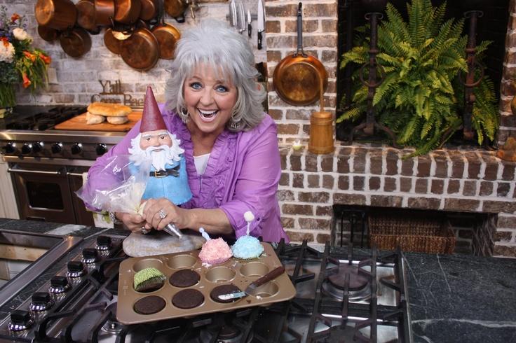 getting my cupcake on with sweet sweet Paula Dean.  | #Roaminggnome #travelocity #pauladean