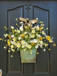 Znalezione obrazy dla zapytania wiosenny wianek na drzwi