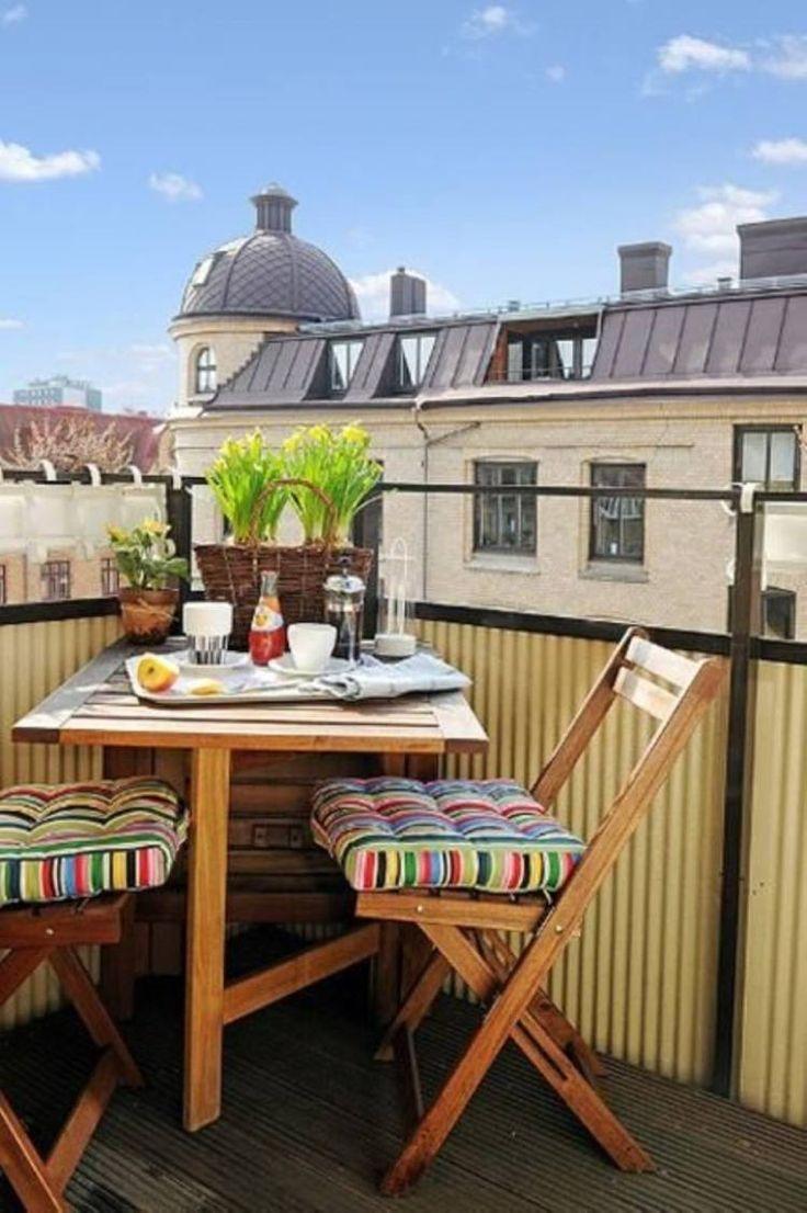 table rabattable et chaises pliantes en bois - mobilier de balcon pratique et confortable