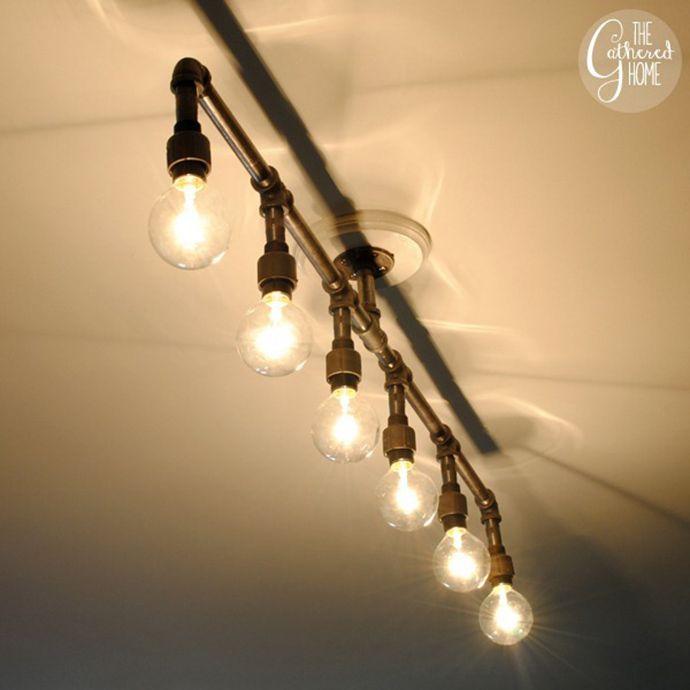 Lámpara de techo hecha con tuberías