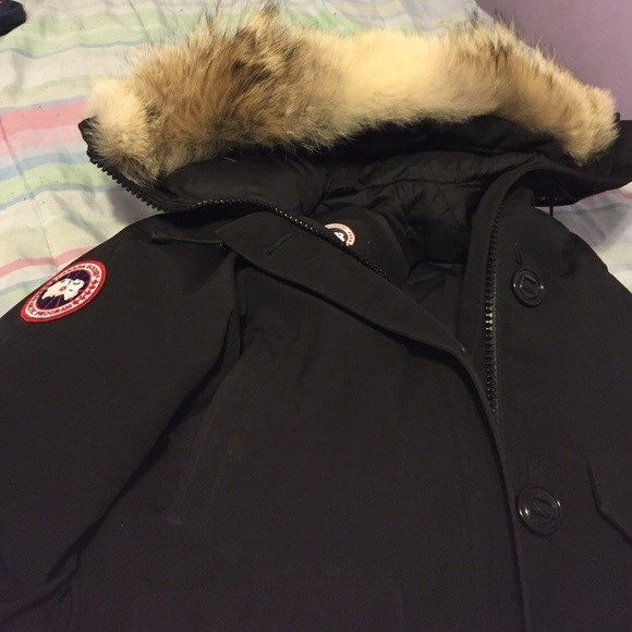Canada goose sale Black canda goose. Perfect condition. Brought the wrong size. IF YOU LIVE IN NEW YORK Cheaper price! Canda goose Jackets  Coats
