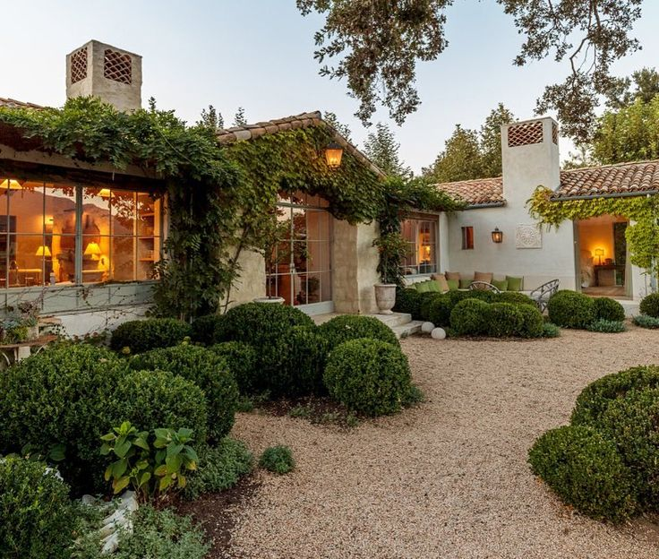 "1,448 Likes, 23 Comments - Greet Lefèvre (@belgianpearlsblog) on Instagram: ""Patina Farm, the gorgeous home in Ojai, California of our dear friends Brooke @velvetandlinen and…"""