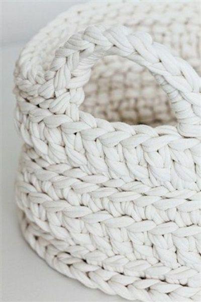 Juxtapost - white crochet basket   Méchant Design / crochet ideas and tips