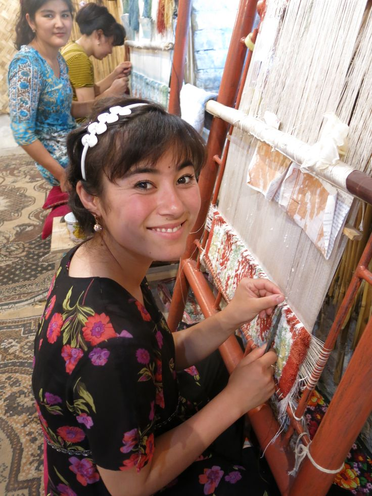 Weaving- Uzbekistan  #travel #Asia#SilkRoad Fragonard PARFUMEUR