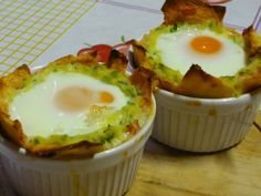 Uova in cocotte con zucchine e pane carasau