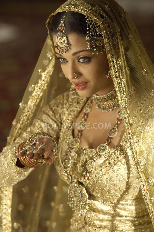 Ashwariya Rai in the movie 'Umrao Jaan' (2006)