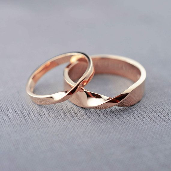 Diese Ringe könnte ich mir gut als Eheringe vorstellen. Nicht zu viel und nicht…
