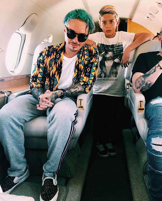 J Balvin leaves on his private jet Mar Del Plata in Argentina! The Colombian singer wears Saint Laurent shirt, Adidas sweatpants, Vans slip on sneakers and Snapchat Spectacles sunglasses... #jbalvin #jb #singer #energia #otravez #ginza #safari #saintlaurent #shirt #adidas #sweatpants #vans #leopard #slipon #sneakers #snapchat #spectacles #sunglasses #mardelplata #s5style
